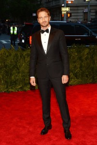 Gerrard Butler looking his usual dapper self in a Dolce tuxedo.  (Getty Images)