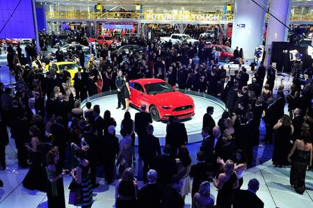 People crowd around the Ford exhibit. (Daniel Mears / The Detroit News)