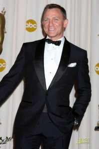 Dnaiel Craig sporting the famous midnight-blue Quantum of Solace dinner suit at the 2009 Oscars.