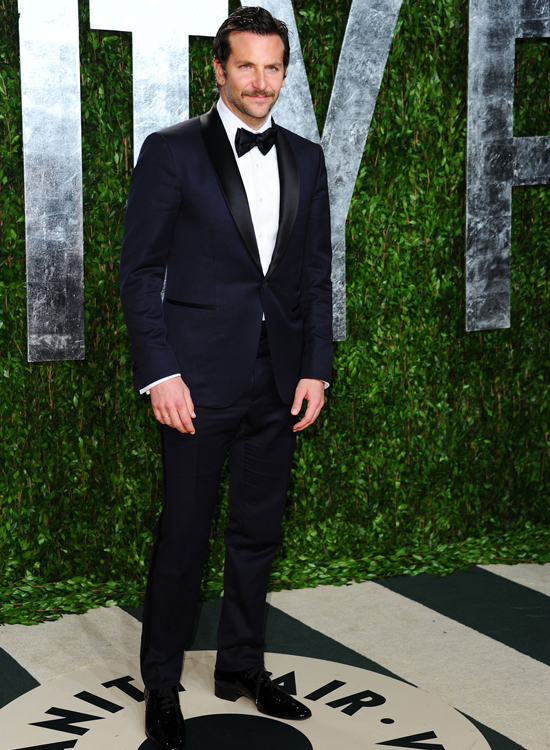 Bradley Cooper in midnight-blue Tom Ford at the 2012 Vanity Fair Oscar  party. c4b99592d0b