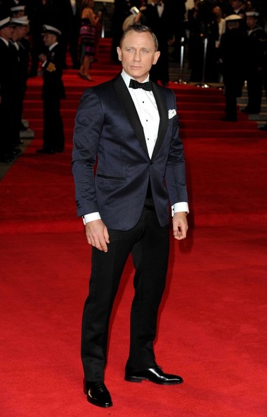 Daniel Craig s Tom Ford ensemble at the Skyfall premiere is reviewed in a  separate post. 399ed8b98af